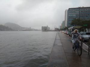 Alerta do Instituto Nacional de Meteorologia tem validade para o fim da tarde deste sábado (17) até o fim da manhã deste domingo (18). Nas regiões compreendidas, pode chover volumes de até 50 mm/h