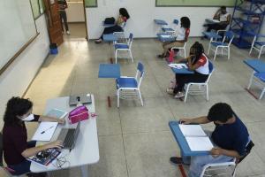 Após o governo do Estado rever a decisão sobre o funcionamento das unidades de ensino em cidades de risco moderado, A Gazeta ouviu especialistas. Entenda