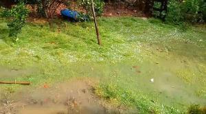 O fenômeno foi registrado na tarde desta quarta-feira (31) em Jerônimo Monteiro e no interior de Cachoeiro de Itapemirim. Na Grande Vitória, moradores também flagraram queda de granizo