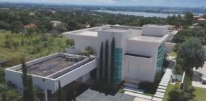 O cartório onde o senador registrou a compra da casa de R$ 6 milhões escondeu informações da escritura pública do imóvel, documento com os dados do negócio que deveria ser acessível a qualquer pessoa que o solicitar