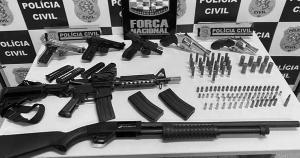 Apreensões robustas mostram que existe eficiência policial no cerco às armas, mas guerra de facções também indica que o abastecimento da criminalidade com armamento pesado não consegue ser interrompido