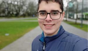 Com apenas 20 anos, Gabriel Brandão Scarpati conseguiu ser aceito em oito instituições dos Estados Unidos e uma do Canadá. Em função dos altos custos, o jovem precisa de ajuda para bancar a vida fora do Brasil
