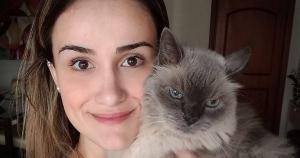 A jovem Paula Leite Moreira criou o projeto All Vintage Cats no Instagram e conta como surgiu a ideia, como é realizada a curadoria das imagens e um pouco da sua paixão pelos felinos