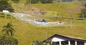 Motorista perdeu o controle na ES 164, na descida da serra de Vargem Grande de Soturno, e acabou caindo em uma ribanceira de mais de 20 metros