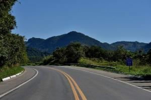 O acidente foi registrado no sentido Viana-Cariacica, a cerca de três quilômetros da Ponte do Rio Jucu. Às 20h10, a PRF informou que a pista havia sido liberada