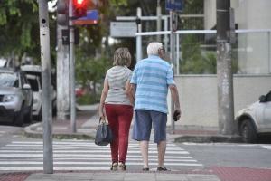 Em 2018, indicador foi de 76,3. A estimativa de vida vem crescendo desde 1940, quando a expectativa de vida do brasileiro ao nascer era de apenas 45,5 anos