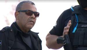 Segundo a Guarda Municipal, agentes abordaram o homem, que estava de moto e cometia infrações na Avenida Carlos Lindenberg na manhã desta quarta-feira (14). Ele se negou a apresentar os documentos e sacou a arma