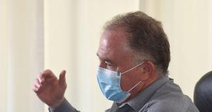 Renato Casagrande não descarta comprar doses extras de vacinas contra Covid-19 se o governo federal não enviar quantidade suficiente. Lei autoriza aquisição. Medidas restritivas ao comércio não estão no radar