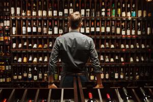 Qual é a importância da nota que um vinho recebe da crítica? Saiba mais sobre o sistema de pontos que classifica rótulos entre os melhores do mercado