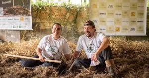 Muitas famílias e empresas vem adotando a prática da compostagem. Para quem não tem tempo, espaço ou disponibilidade para realizar esse processo, algumas empresas oferecem esse serviço