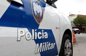 Caso aconteceu por volta de 0h40. Um segundo suspeito foi baleado, e permanece escoltado pela PM em hospital de Vitória