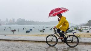 """Segundo o Instituto Climatempo, para este domingo (6), """"na faixa litorânea do Espírito Santo, inclusive na capital Vitória, pode ventar com rajadas de 40 a 60 km/h, mas não chove ainda"""". Tendência é de chuva a partir da terça-feira (8)"""