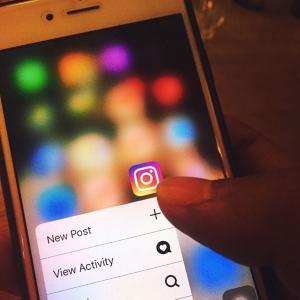 É importante que as imagens e textos, postados nas redes sociais, representem a intenção que você quer que as pessoas captem sobre você