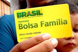 Após não dar nenhum reajuste ao Bolsa Família, Bolsonaro busca dar Auxílio Brasil, com benefício insuficiente para a compra de uma cesta básica mensal