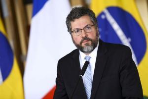 O chanceler ficará em Brasília para auxiliar o chefe do Executivo nos dias que sucedem o resultado da disputa eleitoral nos Estados Unidos