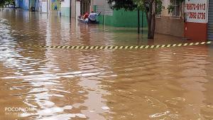 O Rio Itabapoana subiu quase 4 metros e pelo menos três bairros ficaram alagados no município que, apesar do nome, fica na Região Sul do ES