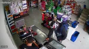 Este é o segundo roubo em uma semana. Na última terça-feira (20), uma moto do estabelecimento foi levada por criminosos