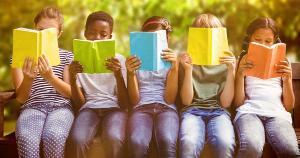 Iniciativa da Marca Ambiental vai estimular mais de 450 crianças e adolescentes de seus projetos sociais com kits leitura e atividades artísticas em busca da transformação social