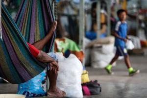 """Há em especial um grande número de venezuelanos no Estado. Em todo o Brasil, refugiados têm que se submeter a toda sorte de """"trabalho"""" para o sustento e permanência no país"""