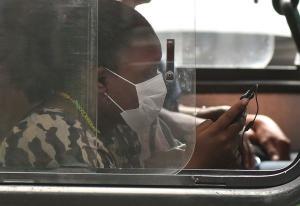 Especialistas afirmam que pacientes sem máscara têm mais chances de serem contaminados pela Covid-19. Entenda os motivos
