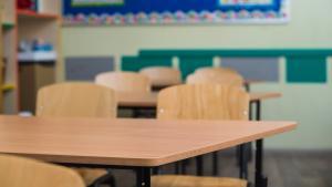 Mudança do ensino presencial para o remoto será por 14 dias a partir desta sexta-feira (30). Segundo a prefeitura, quatro profissionais da escola foram confirmados com a doença