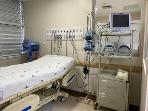 Entrega no Hospital Vitória faz parte da ampliação anunciada no início do mês; também serão abertos 26 leitos de enfermaria neste sábado (6)