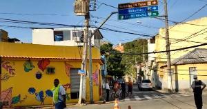 O acidente aconteceu no bairro Santo Antônio. Via foi interditada e o trânsito precisou ser desviado na região