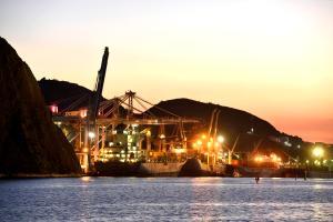 Modelo que será adotado após a desestatização da Codesa será híbrido, algo inédito no setor portuário do Brasil hoje, com a iniciativa privada com função de autoridade portuária. Entenda o formato