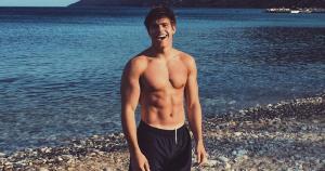 Arthur Chatto, de 21 anos, é personal trainer na Escócia, estuda Geografia na Universidade de Edimburgo e tem chamado a atenção de internautas pela boa forma no Instagram