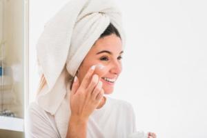 Alguns cuidados básicos pós-sol podem salvar a sua pele, além de intensificar os benefícios das ações preventivas, como o uso do filtro solar e a ingestão de água