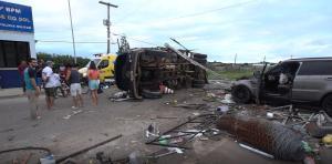 Condutor do caminhão foi socorrido em estado grave para o Hospital Estadual de Urgência e Emergência, em Vitória. O veículo ficou tombado na pista e houve vazamento de óleo