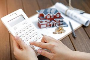 Desvalorização do real tem contribuído para puxar o índice usado para corrigir os contratos de locação residenciais e comerciais