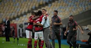 Sob o comando do treinador, o Rubro-Negro não sabe o que é perder e apresenta um futebol ofensivo, como o que empolgou nos últimos anos. Na Série B, Vasco e Botafogo vencem na estreia dos novos técnicos