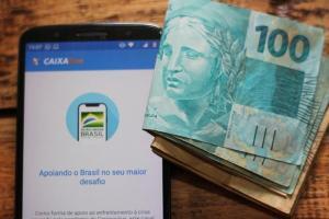 Esse é o último lote de pagamentos do auxílio, que começou em abril do ano passado. Beneficiados poderão sacar ou transferir o dinheiro no mesmo dia