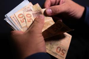 Beneficiários podem comparecer às lotéricas, correspondentes Caixa Aqui ou nas agências do banco para tirar o dinheiro. Confira o calendário dos outros grupos