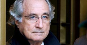 Madoff, um operador renomado de Wall Street cumpria pena por prejudicar milhares de clientes em fraudes que envolveram bilhões de dólares ao longo de décadas
