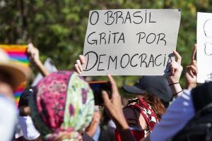 """Frase é do professor Oscar Vilhena Vieira (FGV, SP), citado no relatório """"Democracia Inacabada: Um retrato das desigualdades brasileiras"""", sobre a necessidade de redução das desigualdades"""