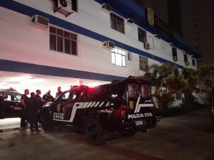 Os criminosos pediram uma corrida até o bairro Joana Darc, onde executaram um rapaz no meio da rua. Noite foi violenta na Capital e na Serra, com cinco ocorrências envolvendo tiros em intervalo de 10 horas