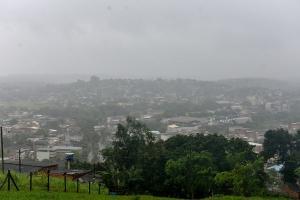 O aviso especial detalha que, principalmente entre a noite desta sexta-feira (30) e a manhã de sábado (31), deverá chover de forma intensa nos municípios marcados; veja a lista