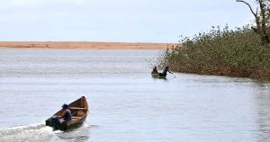 Em 2015, a barragem de Mariana (MG) se rompeu liberando cerca de 40 milhões de metros cúbicos de rejeito que escoaram ao longo do rio, que deságua no Espírito Santo