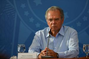 O tema está em discussão pelo ministro Paulo Guedes, para atender os informais, um contingente de trabalhadores vulneráveis que passaram a ser notados com a crise provocada pela Covid-19