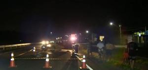 Acidente aconteceu por volta das 19h de quinta-feira (1). A vítima voltava para casa de bicicleta e foi atingida enquanto tentava atravessar a via