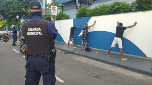 Prisão foi feita pela Guarda Municipal na manhã deste domingo (14). O rapaz, de 18 anos, tinha mandado de prisão em aberto desde janeiro