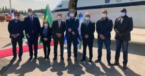 Diferentemente das imagens do grupo no Brasil, em solo estrangeiro usaram a proteção no rosto e fizeram o distanciamento social