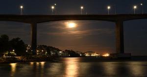 Os registros são do fotógrafo Fernando Madeira, de A Gazeta, nesta terça-feira (29). Segundo o calendário lunar, a fase cheia começa na quarta (30)