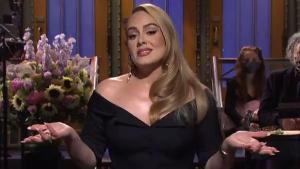 Cantora foi a anfitriã do programa e participou de algumas esquetes de humor, chegando a cantar clássicos como 'Rolling in the Deep'