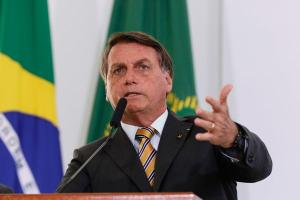 """Anvisa interrompeu estudos da vacina após morte de voluntário. Nas redes sociais, presidente afirmou que essa é mais uma situação em que 'Jair Bolsonaro ganha"""""""