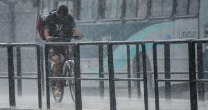 O alerta de tempestade abrange 14 municípios, que podem ter a ocorrência de granizo e outras adversidades, e o de chuvas intensas é válido para 44 cidades. Os dois avisos expiram nesta terça-feira (1°)