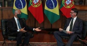 Foi notório o contraste entre a comitiva portuguesa, toda de máscara, e a brasileira, incluindo o Presidente Bolsonaro, que não usou máscara durante o evento