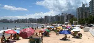 Oito cidades capixabas que entraram em risco alto de contaminação pela Covid-19 na sexta-feira (25) vão enfrentar uma série de regras nesta semana do réveillon, incluindo fechamento de bares
